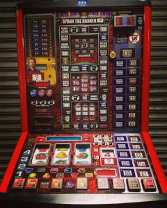 Spank the Banker - Deal or no Deal - Latest £100 Jackpot Pub Fruit Machine - Note Acceptor
